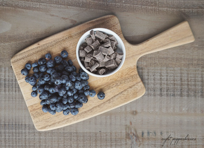 Chocolate Blueberries - a quickly healthy indulgent snack!