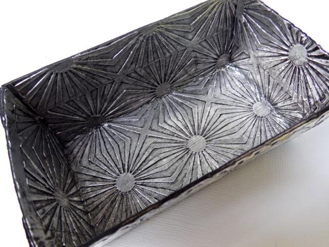Faux-metal-loaf-pan-inside
