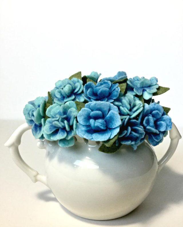 Kunin Felt with Eileen Hull's Heartfelt Sizzix Collection: Felt Flower Arrangement