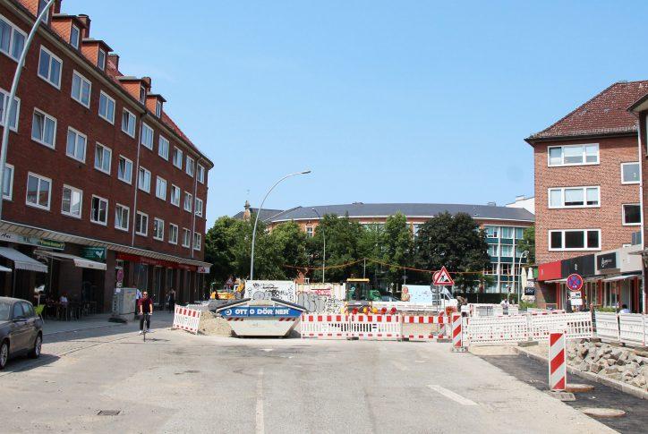 Von der Weidenallee kann man gerade nicht auf die Fruchtallee durchfahren - ebenso nicht von der Bellealliancestraße auf die Fruchtallee. Foto: Fabian Hennig