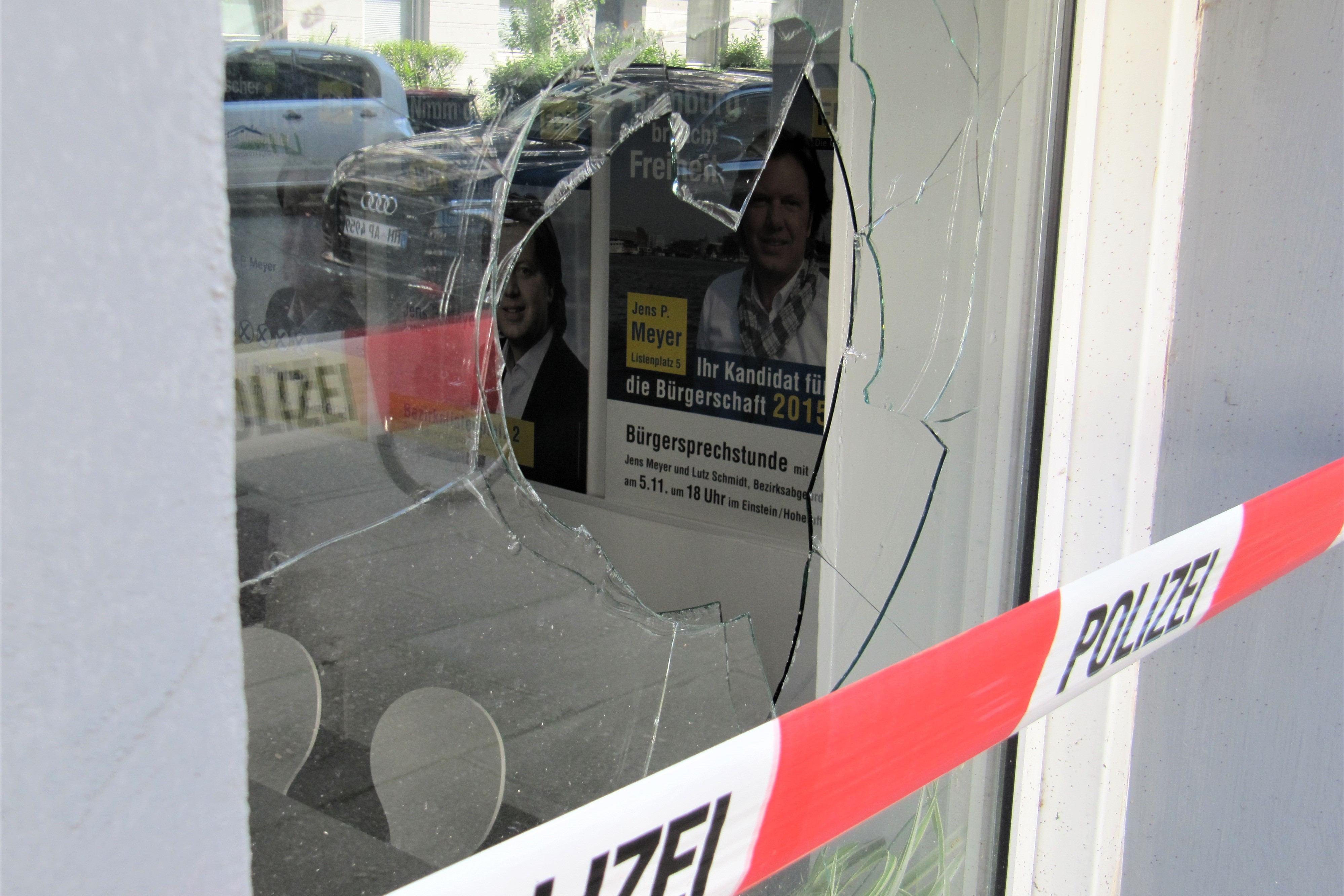 Update: Scheiben von FDP und Grünen eingeschlagen