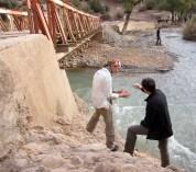 Wie kann man die Tragfähigkeit einer Brücke einschätzen? Reiseleiter André Schwartz erklärt's.