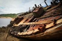 In Teriberka an der Barentssee - einem arktischen Geisterdorf - liegen unzählige verrostete Schiffswracks, die eine Geschichte von den blühenden Zeiten der Vergangenheit erzählen.