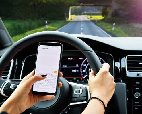 driver texting and driving at same time