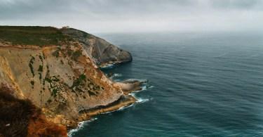 A terra é fundada sobre os mares?