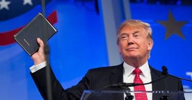 Trump tomará posse jurando sobre Bíblia que ganhou da mãe