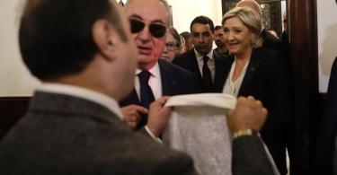 Marine Le Pen se recusa a usar véu e reunião com líder islâmico é cancelada