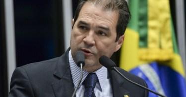 """Suplente de Crivella se recusa a votar contra avanço do """"casamento"""" homossexual no Senado e provoca indignação na bancada evangélica"""