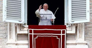 Papa pede que católicos deem a mesma atenção à Bíblia que ao celular