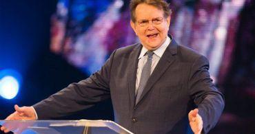 "Pastor que evangelizou 75 milhões de almas fará ""cruzada de despedida"""