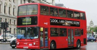 Cristãos usam ônibus para realizar campanha de evangelismo, em Londres