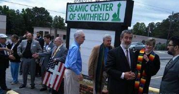 """Igreja evangélica """"vira"""" mesquita e pastor confessa que ora a Allah"""