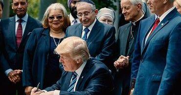 """Donald Trump: """"Estamos devolvendo a voz para as igrejas"""""""
