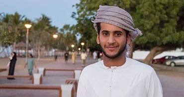 Mesmo com riscos, cristão entrega Bíblia de porta em porta na Arábia