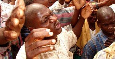 Mais de 5 mil se rendem a Cristo e quebram vínculo com seita, em culto na Nigéria