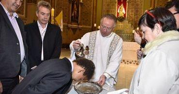 Papa deseja felicidades a casal gay que batizou filhos na Igreja