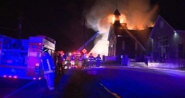 """Igreja é pichada com """"ISIS"""" e incendiada no Canadá"""