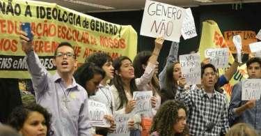 Projeto Escola Sem Partido e proposta contra o aborto avançam na Câmara