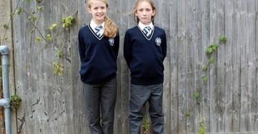 """Escolas impõem uso de """"uniforme de gênero neutro"""" para crianças de 5 anos"""