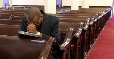 Crises de fé na sociedade leva pastores a se unirem para evangelizar, no Reino Unido