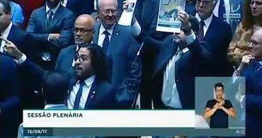 Feliciano pede punição ao Santander em bate-boca na Câmara