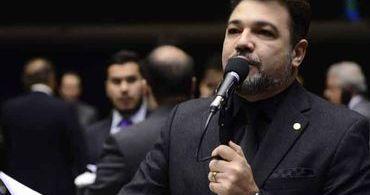 QueerMuseu: Feliciano propõe mudança na lei para proteger crianças