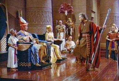 Moisés, seu patrocinador e seus bruxos