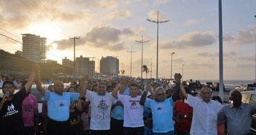 Milhares de pessoas vão às ruas em favor da família
