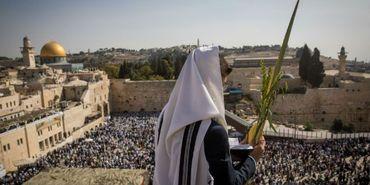 """50 mil recebem """"benção sacerdotal"""" no Muro das Lamentações"""