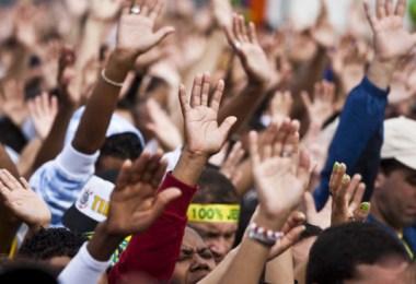 """Apontando quatro motivos, pastor afirma que muitas igrejas neopentecostais """"não são cristãs""""; Confira"""