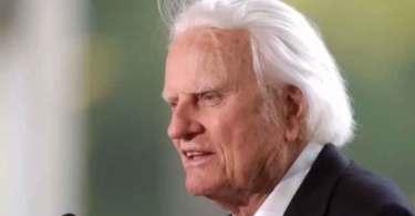 """Billy Graham alerta cristãos que não vão à igreja: """"Deixam de servir com os irmãos"""""""