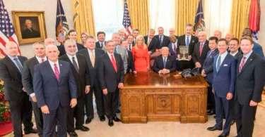 Pastores oram por Trump na Casa Branca, após reconhecimento de Jerusalém