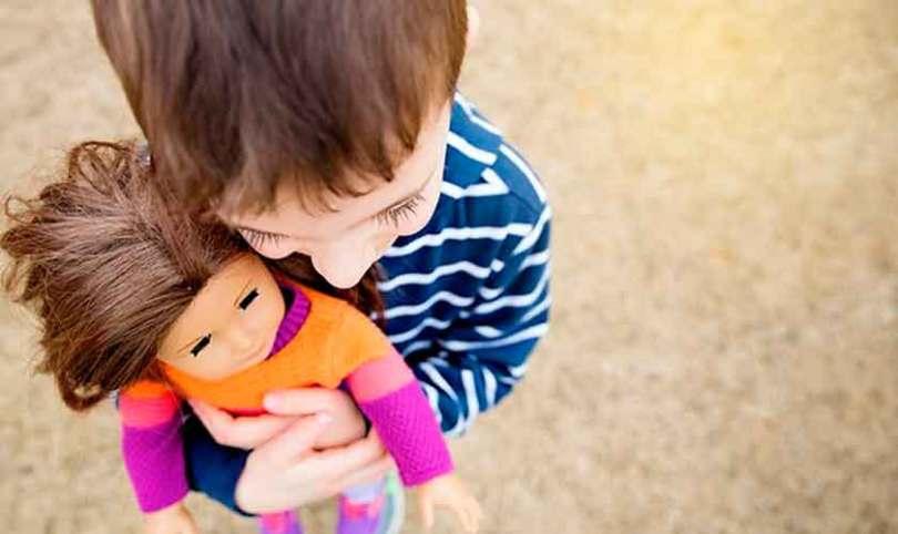 """""""É errado forçar essa desconstrução nas crianças usando brinquedos"""", diz Marisa Lobo"""