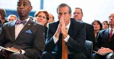 """Capelão diz políticos estão se achegando a Deus, nos EUA: """"Eles acreditam na oração"""""""
