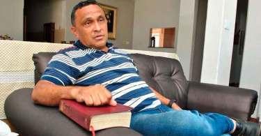 """Ex-líder do Comando Vermelho se converte após invadir igreja: """"Senti a presença de Deus"""""""