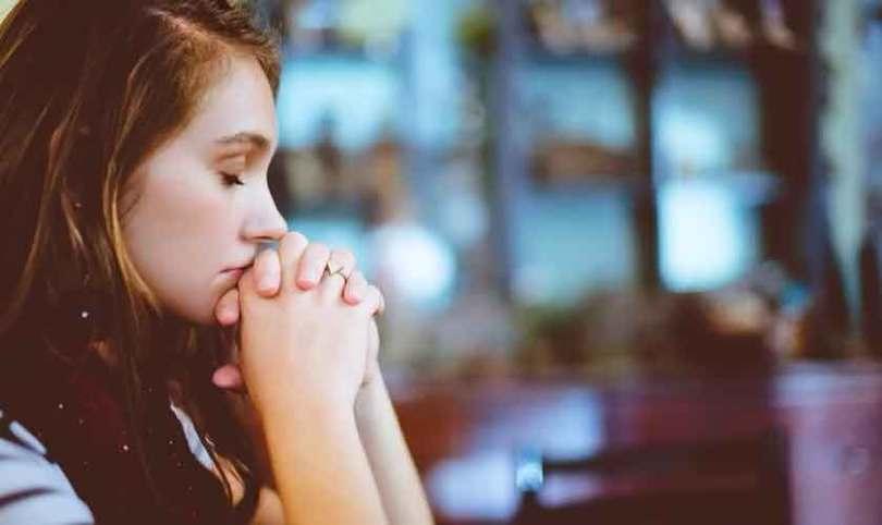 Oração é uma das maiores armas contra problemas emocionais, dizem pesquisadores