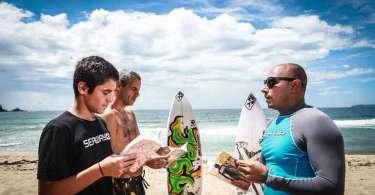 'Surfistas de Cristo' reúnem mais de mil atletas para evangelizar nas praias brasileiras