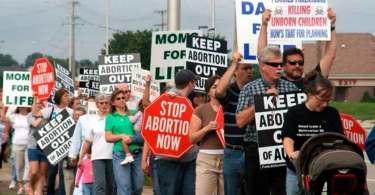 """Mais de 400 funcionários deixam clínicas de aborto: """"É anormal manipular órgãos de bebês"""""""