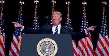 """""""Enquanto o coração da América estiver em Deus, seremos luz para as nações"""", diz Trump"""