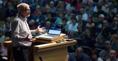 """""""Cristãos que não acreditam no Gênesis, não têm fundamento na doutrina"""", diz cientista"""