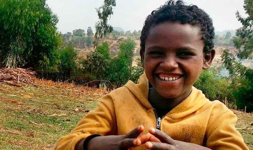 """""""Vi meu pai morrer, mas Deus me lembrou que é meu Pai"""", diz garoto na Etiópia"""