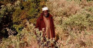 Idoso é impedido por missionários de se suicidar e abre igreja em sua aldeia