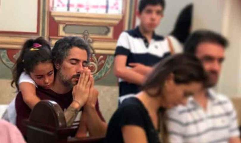 """""""Todo filho tem que ver seu pai ajoelhar perante Deus"""", diz Marcos Mion"""