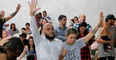 """Após perder os filhos, pastor faz culto em sua igreja: """"Tenho que ganhar almas para Jesus"""""""