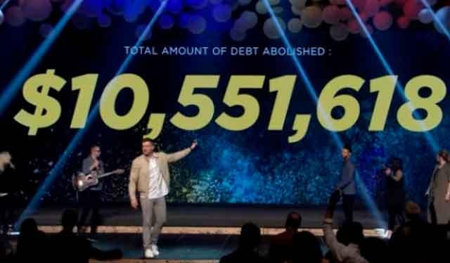 Megaigreja evangélica no Texas paga totalmente 10 milhões de dólares em dívidas médicas para 4.229 famílias na Páscoa