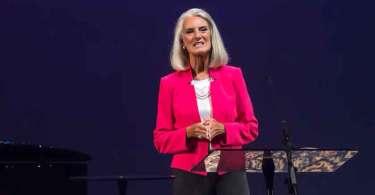 """""""Nosso fundamento de fé está desmoronando"""", alerta filha de Billy Graham"""