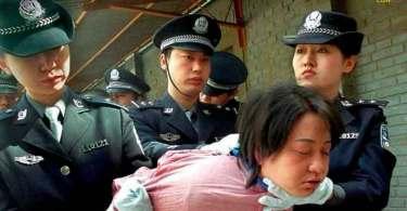 """Mulher se converte ao ver cristãos na Coreia do Norte: """"Eles louvam enquanto são torturados"""""""