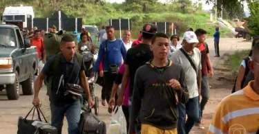 Missionários usam aulas de português para alcançar refugiados no Brasil