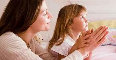 """""""Não devemos negligenciar a feminilidade bíblica na educação das filhas"""", diz escritora"""