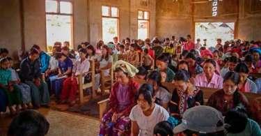 Cerca de 12 igrejas são destruídas por guerrilheiros em Mianmar; assista